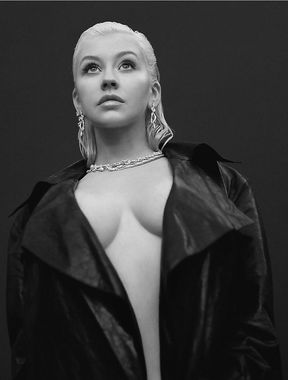 Christina Aguilera completely naked