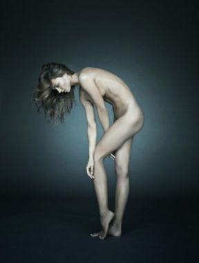 Miranda Kerr reveals boobs and sexy ass