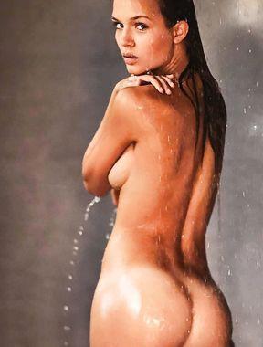 Josephine Skriver irresistible naked ass