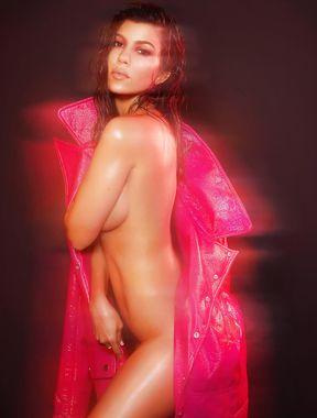 Kourtney Kardashian latest nude photos