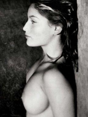 Laetitia Casta shows perfect nude boobs