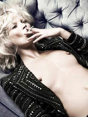 Kate Moss shows pussy and nude boobs