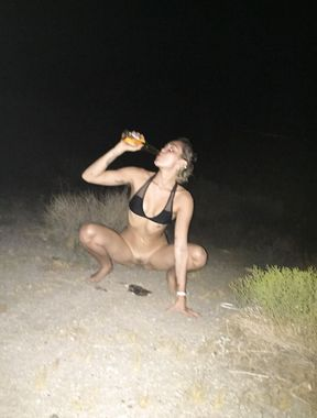 Miley Cyrus caught peeing and sexy nudes