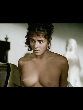 Elizabeth Hurley literally shows boobs and pussy