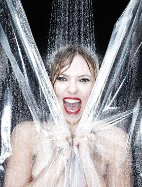 Scarlett Johansson nude showing her big boobs