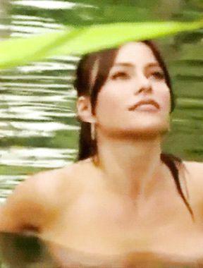 Sofia Vergara shows irresistible naked boobs