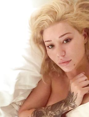 Iggy Azalea posts naked photos on instagram