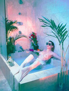 Rose McGowan explicit nude photos released