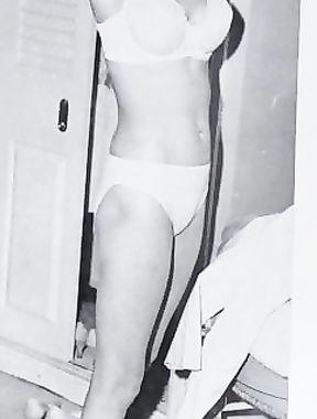 Janet Leigh nude - retro photo