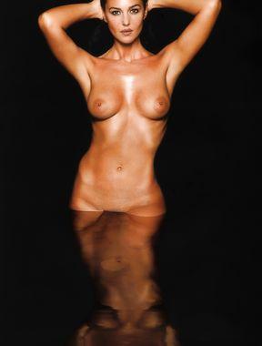 Monica Bellucci topless
