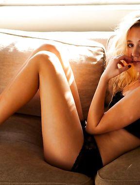 Maika Monroe sexy
