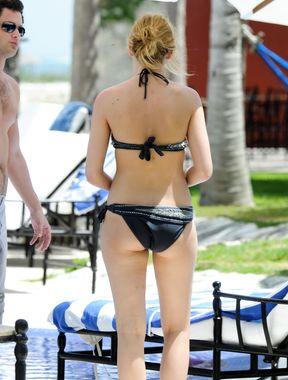 Blake Lively bikini on the beach