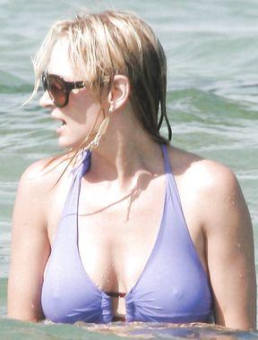 Uma Thurman nipples