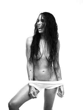 Zoë Kravitzi topless